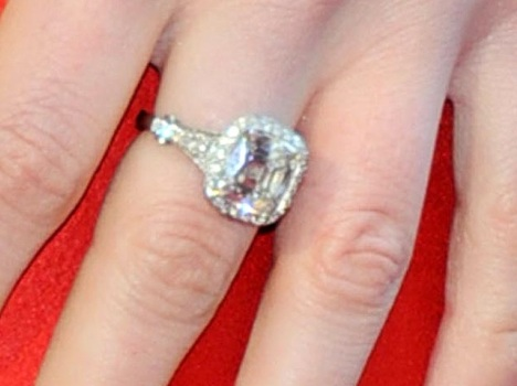 Anne Hathaway Engagement Ring Photos