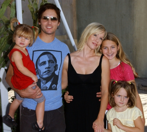 Jennie Garth and Peter Facinelli and Family