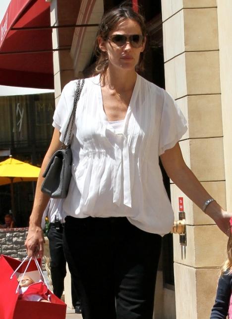 Jennifer garner due date in Sydney